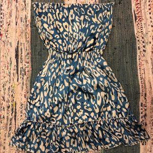Silky strapless blue leopard dress